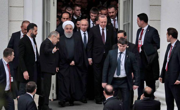 Os presidentes do Irã, Hassan Rouhani; russo, Vladimir Putin, e turco, Recep Tayyip Erdogan nesta quinta-feira no balneário russo de Sochi