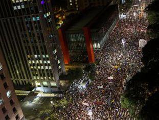Veja como contamos, em tempo real, as repercussões e os protestos pelas mortes da vereadora e do motorista Anderson Pedro Gomes, 39 anos, assassinados em 14 de março