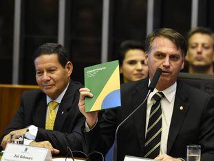 Presidente eleito Jair Bolsonaro e o vice Hamilton Mourão, durante celebração pelos 30 anos da Constituição Federal