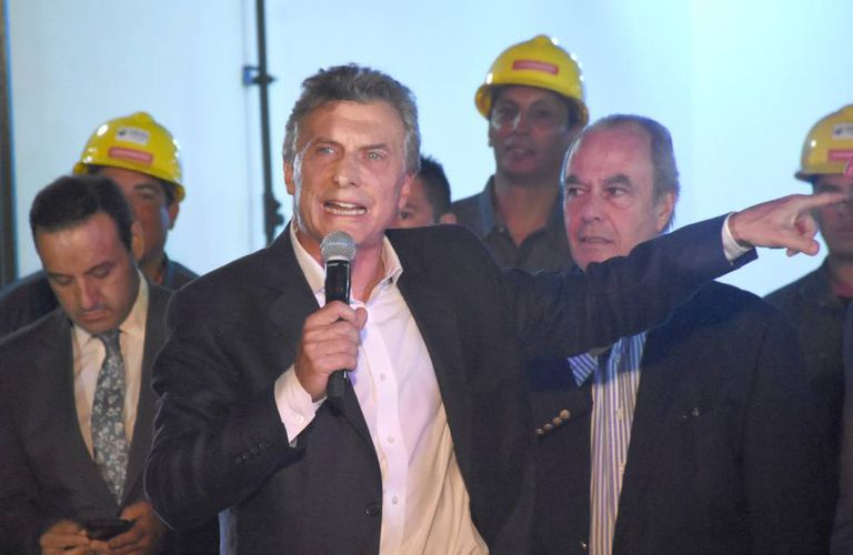O presidente Mauricio Macri inaugura uma obra da Odebrecht em Córdoba.
