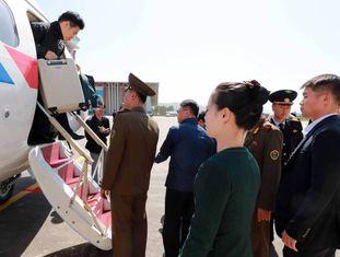 Grupo de jornalistas sul-coreanos chega à Coreia do Norte para assistir ao desmantelamento do centro de testes nucleares.