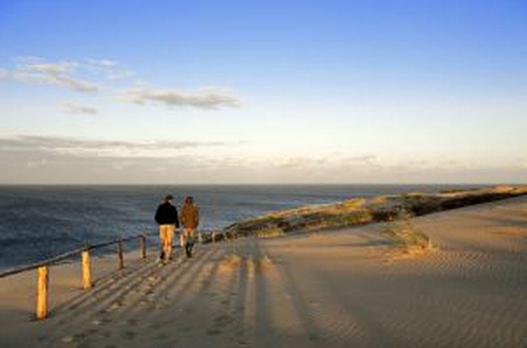 Praia do istmo da Curlândia, na Lituânia.