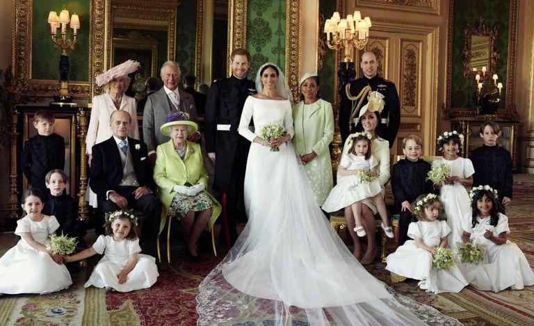 Foto oficial da família real britânica, depois do casamento de Harry e Meghan Markle.