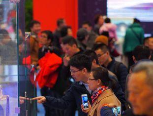 Visitantes da exposição do 40º aniversário da reforma e da abertura chinesa, em novembro, no Museu Nacional de História, em Pequim.