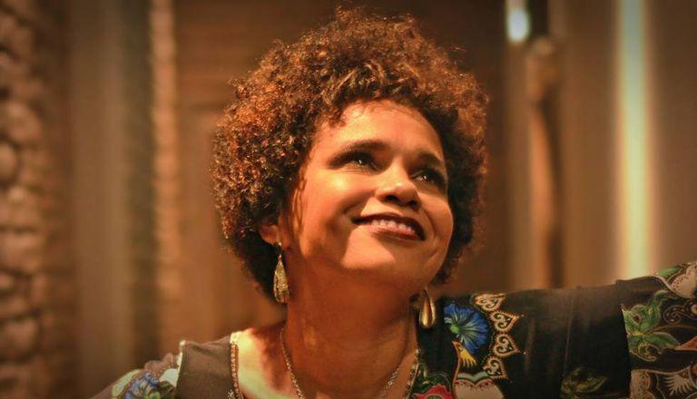 Teresa Cristina analisa a figura da mulher no samba.