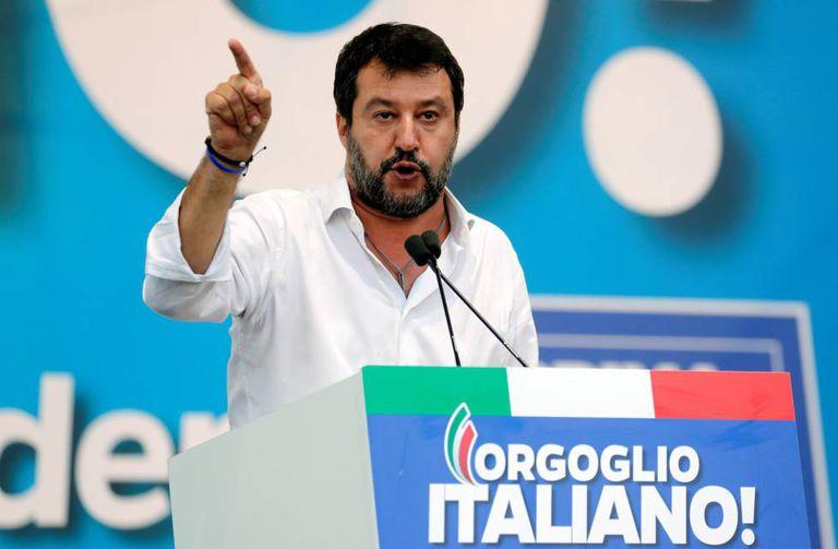 Matteo Salvini durante um dos comícios que fez na Úmbria.