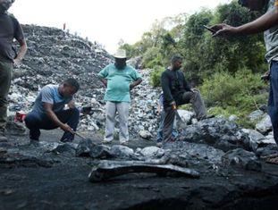 Busca de restos no aterro de Cocula.
