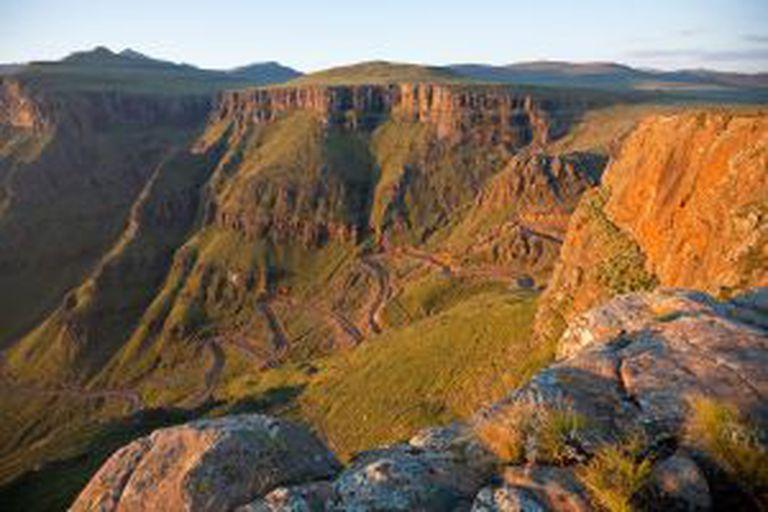 Vista do Sani Pass, nas montanhas Drakensberg, fronteira entre a África do Sul e o pequeno reino do Lesoto.