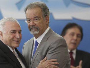 Temer e Jungmann durante a posse do novo ministro da Segurança.