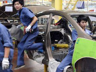 Trabalhadores em uma fábrica da Chery.