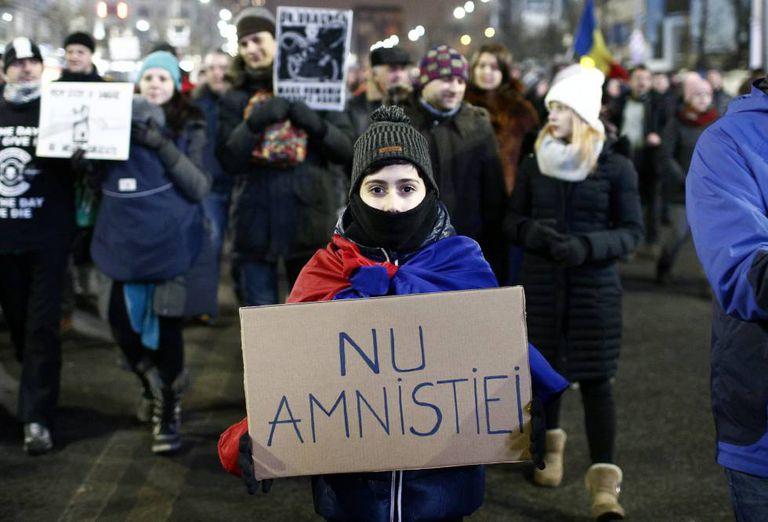 Manifestantes na capital da Romênia.
