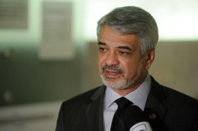 O senador Humberto Costa.