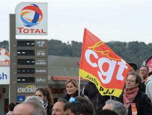 Novos bloqueios e protestos convocados pelos sindicados se estendem às centrais nucleares e ameaçam com cortes de luz. Governo e trabalhadores se mostram inflexíveis