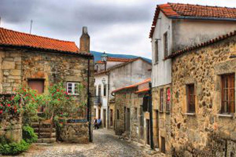 Ruas da aldeia de Linhares dá Beira, na Serra dá Estrela (Portugal).