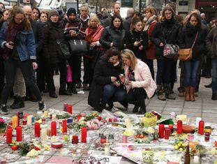 Memorial para as vítimas dos atentados de Bruxelas na Praça da Bolsa.