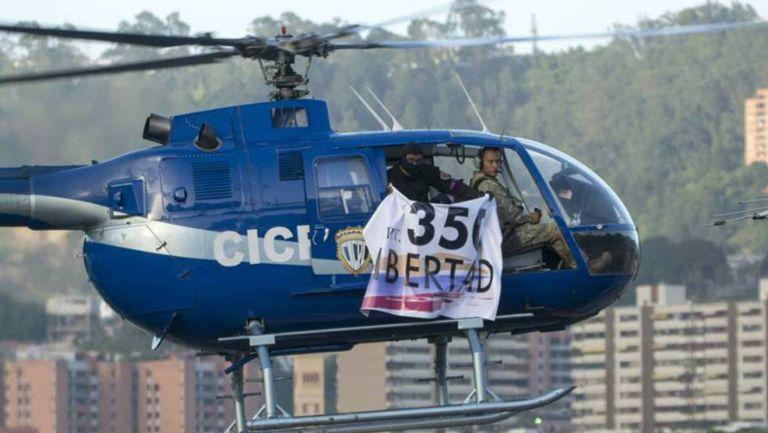 O helicóptero, durante o ataque ao Supremo