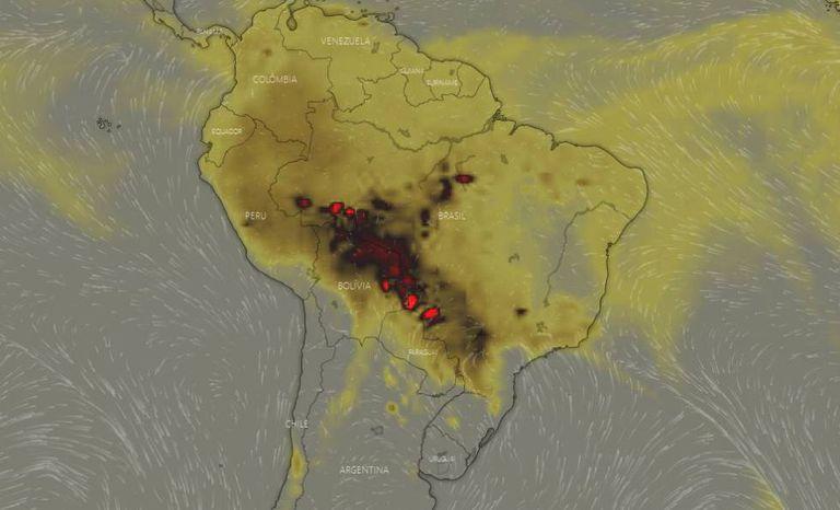 Em imagem de 19 de agosto, 18h, manchas vermelhas mostram alta concentração atmosférica de monóxido de carbono (CO) nos Estados do Acre, Rondônia, Mato Grosso e Mato Grosso do Sul, passando por Bolívia e Paraguai. Indicam queimadas em andamento