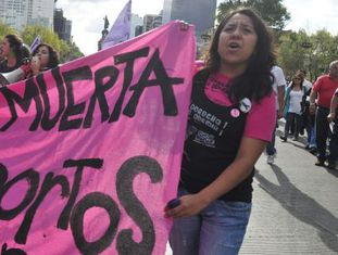 Protesto no México para exigir a despenalização do aborto na América Latina.