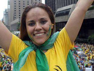 Janaína Lima em protesto contra o Governo Dilma.