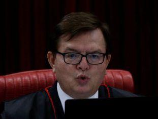 Em embate com Mendes, Benjamin defende prerrogativa da corte de destituir eleitos.