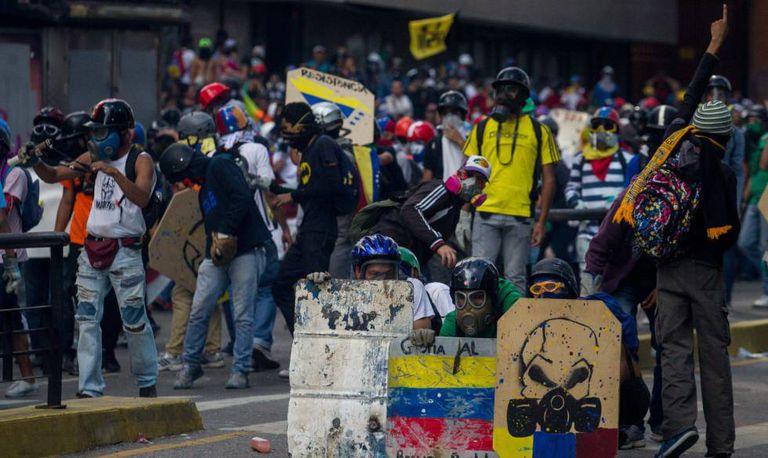 Manifestantes em Caracas neste sábado.