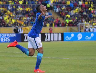 Jesus comemora gol do Brasil contra o Equador.