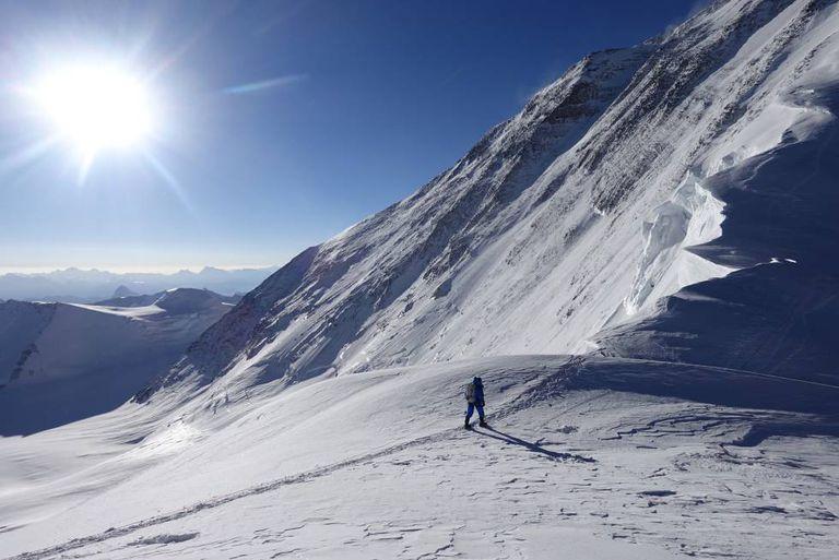 Adrian Ballinger e Cory Richards registraram no Strava sua tentativa de subir o Everest sem oxigênio.