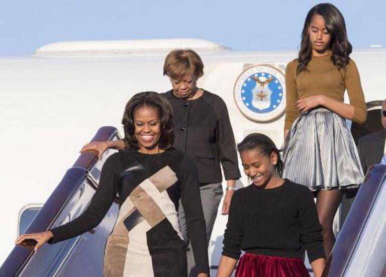 Michelle Obama, com suas filhas e sua mãe, na China.