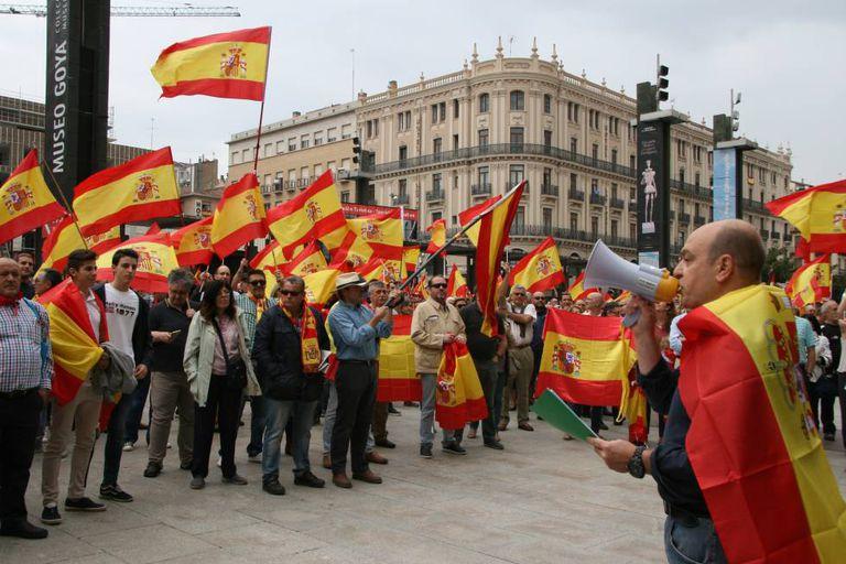 Protesto em frente à Prefeitura de Saragoça contra o referendo catalão.