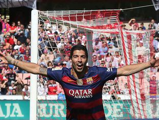 Luis Suárez festeja seu segundo gol contra o Granada.