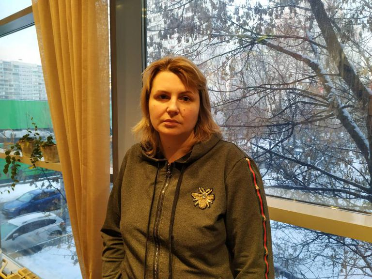 Yulia Pavlikova, mãe de Anna Pavlikova, num café de Moscou.