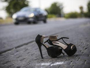 Sapatos de uma prostituta na região de Marconi, em Madri.