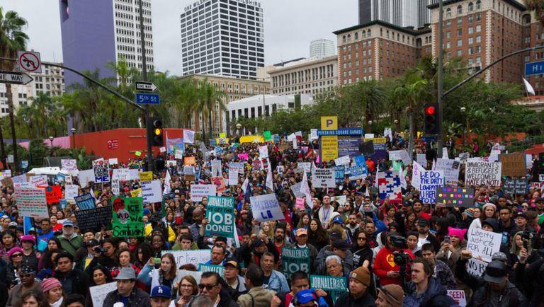 Manifestação em defesa dos imigrantes em Los Angeles, no sábado.
