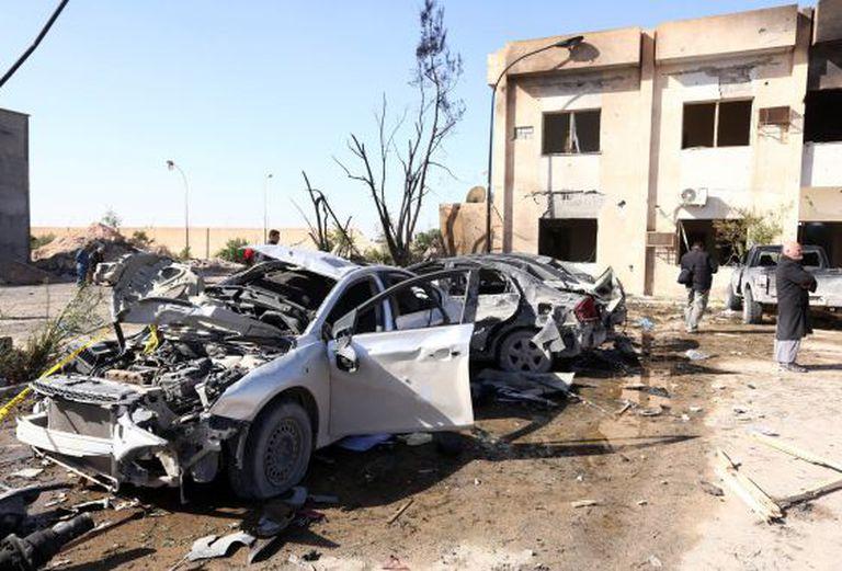 O lugar da explosão do caminhão-bomba, em Zliten.