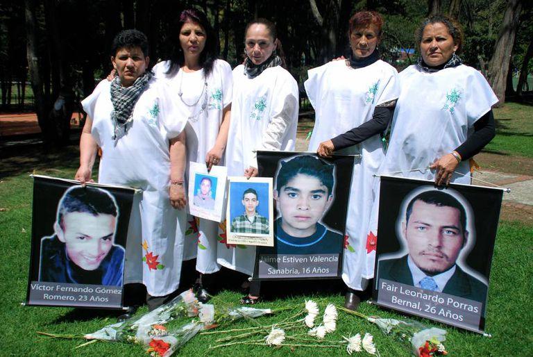 Um grupo de mães exige justiça por seus filhos usados como 'falsos positivos' na Colômbia.