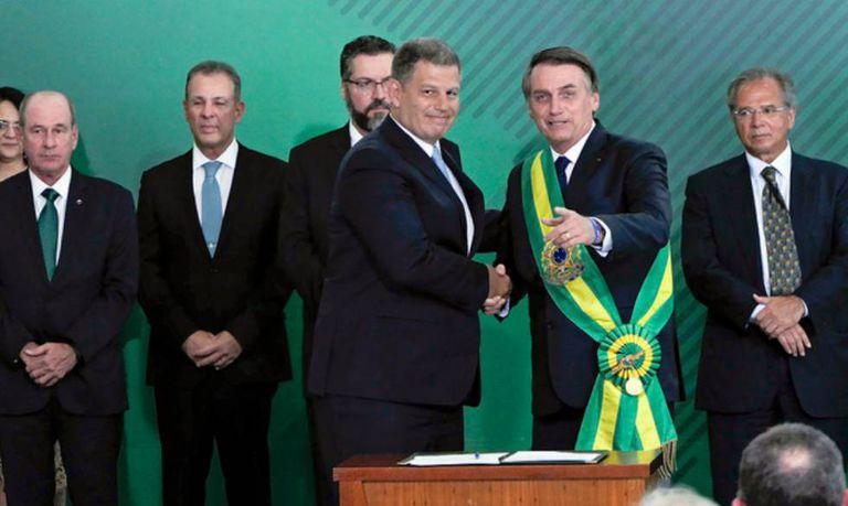 Bebianno cumprimenta Bolsonaro no dia da posse.