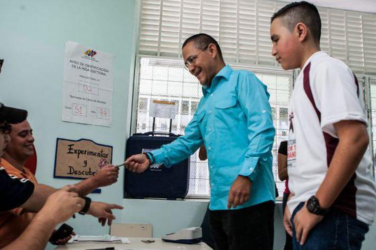 O candidato do Governo à Prefeitura de Caracas, Ernesto Villegas.