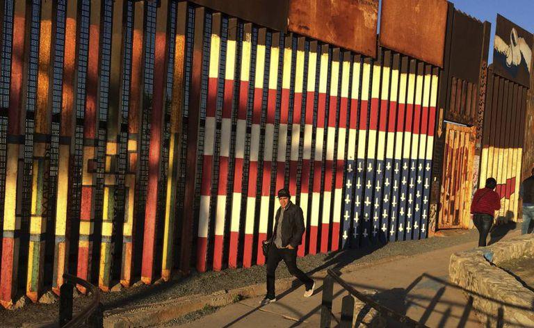 O muro entre México e EUA em Tijuana.