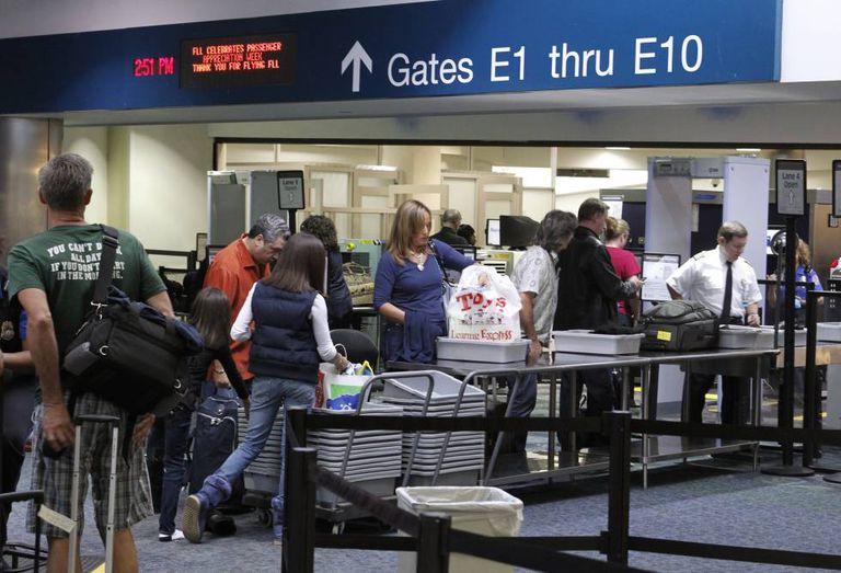 Imagem de arquivo do controle de segurança em um aeroporto