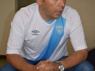 Jimmy Morais, com camiseta da seleção guatemalteca.