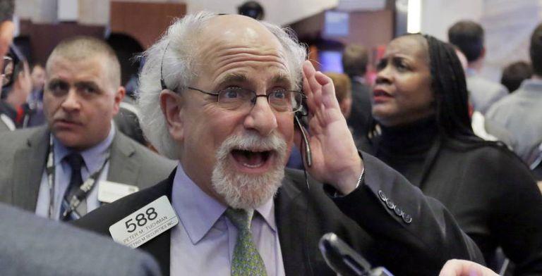Corretor da bolsa de valores no pregão de Nova York.
