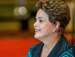 Dilma concede entrevista no Palácio da Alvorada nesta segunda-feira.