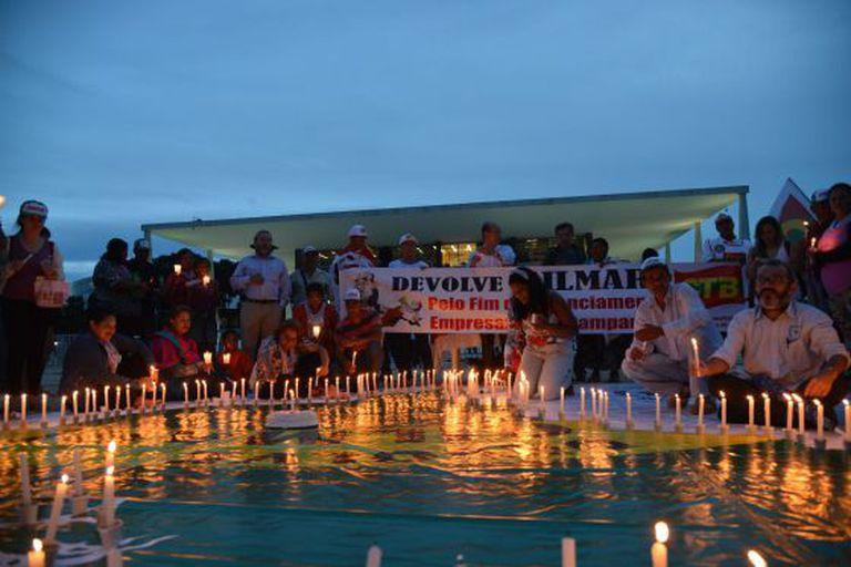 Vigília em frente ao STF em Brasília pressiona pelo julgamento de ação que pode vetar financiamento privado de campanha.