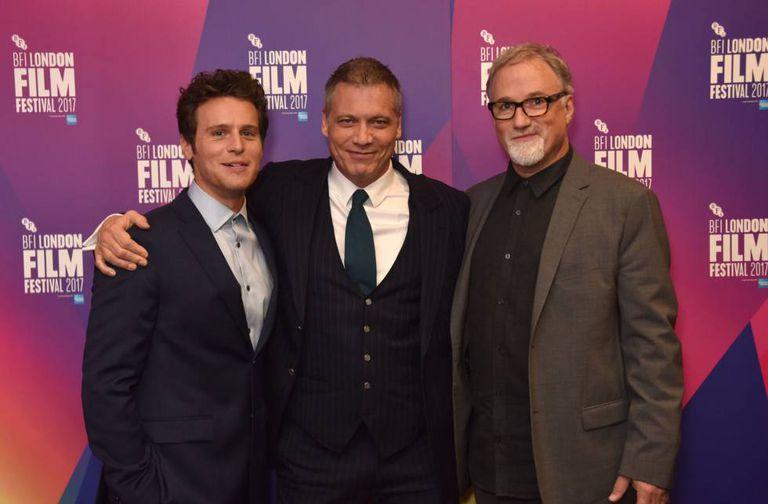Atores Jonathan Groff e Holt McCallany e o cineasta David Fincher na apresentação de 'Mindhunter' no Festival de Cinema de Londres
