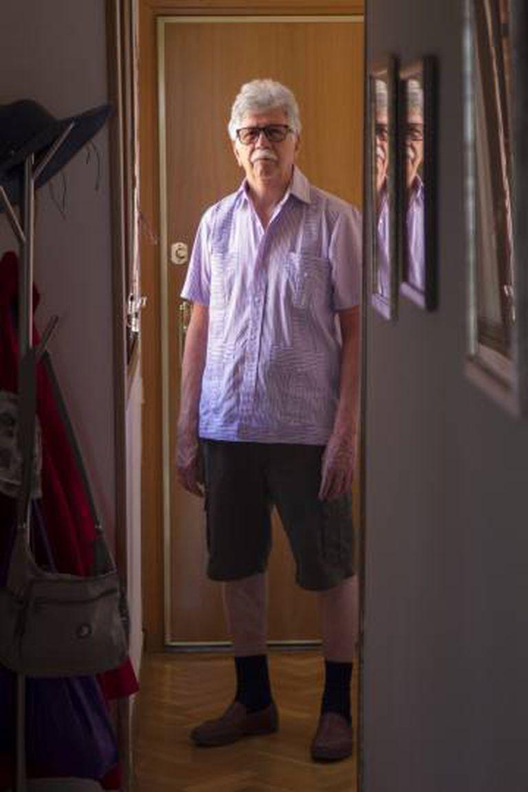 Pedro Ontiveros, aposentado venezuelano em sua casa de Tres Cantos