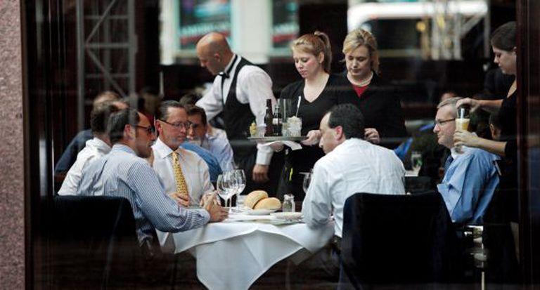 Almoço de negócios em um restaurante da Sexta Avenida de Manhattan em setembro de 2009.