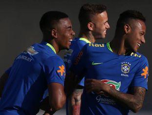Gabriel Jesus e Neymar, durante um treino do Brasil.