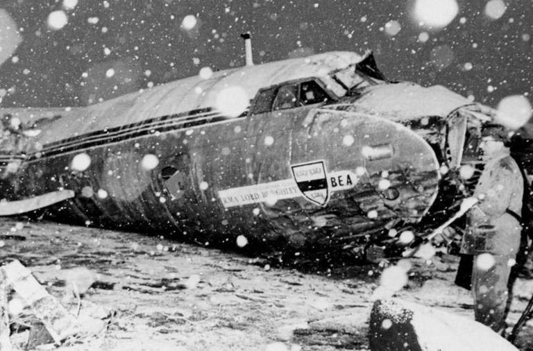 Foto do avião em que viajava o Manchester United, em 1958.