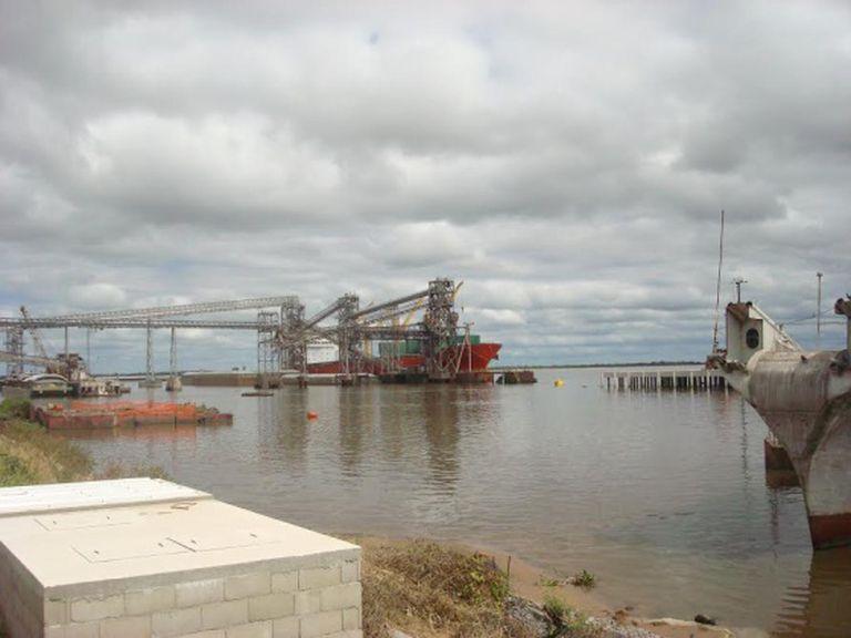 Porto uruguaio de Nueva Palmira.