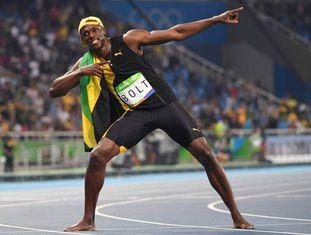 Usain Bolt celebra vitória.
